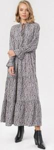 Sukienka born2be w stylu boho z żabotem oversize