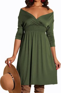Sukienka Kendallme mini z dekoltem w kształcie litery v z odkrytymi ramionami