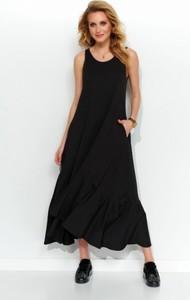 Czarna sukienka Makadamia w stylu casual z okrągłym dekoltem