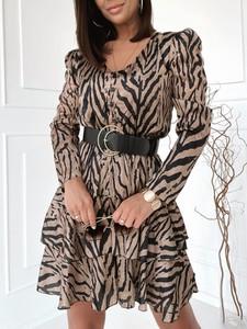 Sukienka Versada trapezowa w stylu casual z dekoltem w kształcie litery v