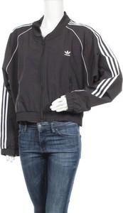 Czarna kurtka Adidas Originals krótka w sportowym stylu