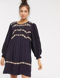 Fioletowa sukienka Free People z okrągłym dekoltem