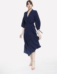 Niebieska sukienka Seriously z tkaniny z dekoltem w kształcie litery v