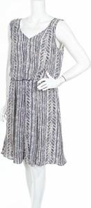 Sukienka Emerge mini z dekoltem w kształcie litery v rozkloszowana