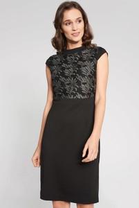 Czarna sukienka QUIOSQUE prosta mini