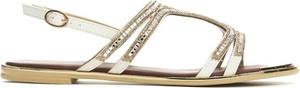 Sandały Multu z płaską podeszwą z klamrami