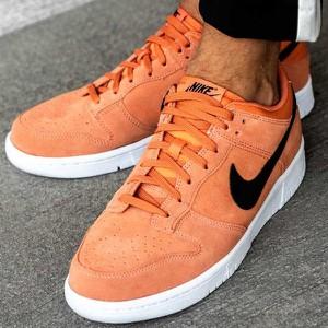 Pomarańczowe buty sportowe Nike sznurowane w sportowym stylu