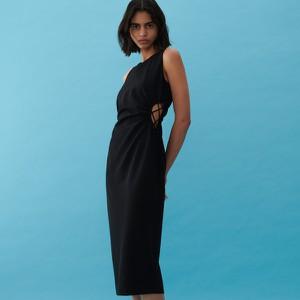 Czarna sukienka Reserved bez rękawów z dekoltem w kształcie litery v