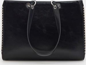 Czarna torebka Mohito w wakacyjnym stylu duża