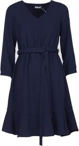 Niebieska sukienka VISSAVI z długim rękawem trapezowa