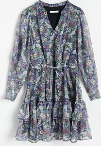 Sukienka Reserved z dekoltem w kształcie litery v z długim rękawem mini