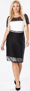 Czarna sukienka Moda Dla Ciebie z okrągłym dekoltem z krótkim rękawem