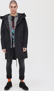 Czarna kurtka Cropp w młodzieżowym stylu