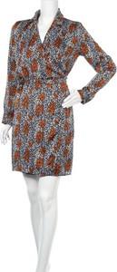 Sukienka Aaiko z dekoltem w kształcie litery v z długim rękawem