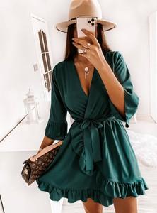 Zielona sukienka Pakuten z długim rękawem mini z dekoltem w kształcie litery v