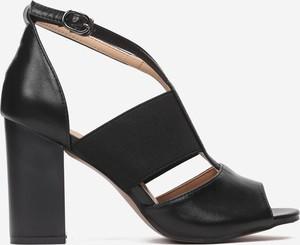Czarne sandały born2be na wysokim obcasie