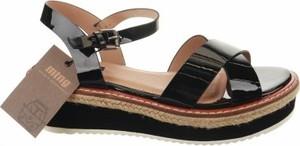Sandały MTNG w stylu casual z klamrami