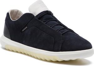 Granatowe buty sportowe Geox w sportowym stylu sznurowane z zamszu