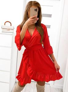 Czerwona sukienka Pakuten kopertowa z długim rękawem z dekoltem w kształcie litery v