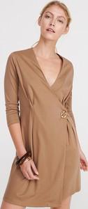 Brązowa sukienka Reserved kopertowa z długim rękawem w stylu casual