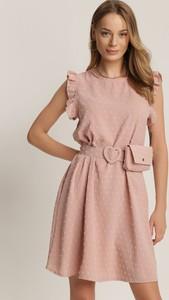 Różowa sukienka Renee z okrągłym dekoltem mini z krótkim rękawem