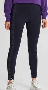 Granatowe legginsy Cropp w sportowym stylu