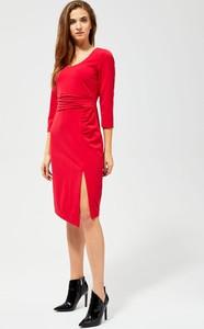 Czerwona sukienka Moodo z dekoltem w kształcie litery v midi z długim rękawem
