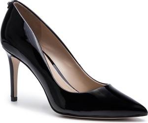 Czarne szpilki Guess ze skóry ekologicznej w stylu glamour