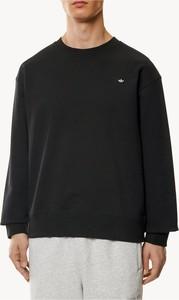 Czarny sweter Adidas z okrągłym dekoltem