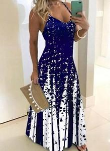 Niebieska sukienka Cikelly z dekoltem w kształcie litery v na ramiączkach
