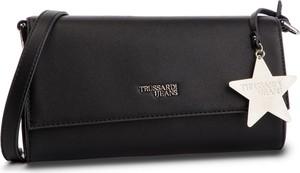 Czarna torebka Trussardi Jeans na ramię z breloczkiem w stylu casual