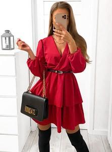 Czerwona sukienka Pakuten z dekoltem w kształcie litery v