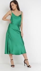 Zielona sukienka born2be midi trapezowa na ramiączkach