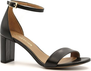 Czarne sandały Neścior z klamrami na niskim obcasie w stylu klasycznym