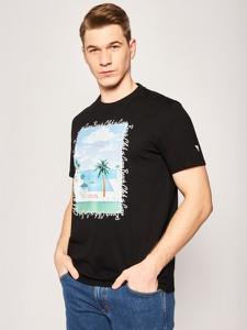 T-shirt Guess z krótkim rękawem z nadrukiem