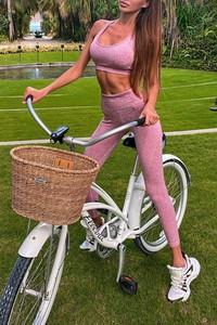 Różowy IVET w sportowym stylu
