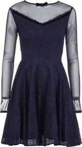 Niebieska sukienka VISSAVI z okrągłym dekoltem