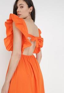 Pomarańczowa sukienka born2be z okrągłym dekoltem