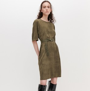 Sukienka Reserved z zamszu