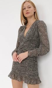 Sukienka born2be z tkaniny w stylu casual z dekoltem w kształcie litery v