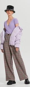 Fioletowa bluzka Cropp z dekoltem w kształcie litery v w stylu casual