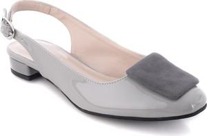 Sandały Calzado z klamrami z płaską podeszwą