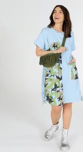 Niebieska sukienka Unisono w stylu casual z bawełny z krótkim rękawem
