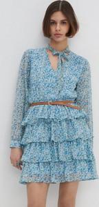 Niebieska sukienka House z długim rękawem w stylu casual