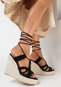 Czarne sandały born2be z klamrami