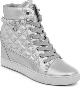 Sneakersy Guess w rockowym stylu na koturnie