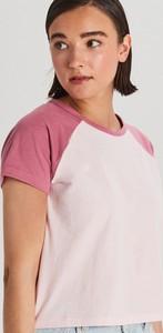 Różowy t-shirt Cropp w stylu casual z okrągłym dekoltem