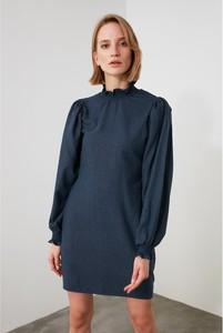 Sukienka Trendyol mini z długim rękawem z okrągłym dekoltem