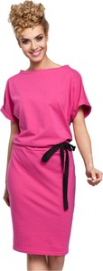 Różowa sukienka MOE z krótkim rękawem z bawełny ołówkowa