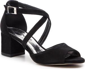 Sandały Karino w stylu casual na obcasie